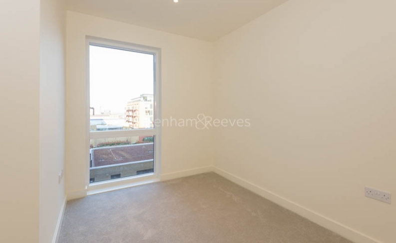 3 bedroom(s) flat to rent in Royal Arsenal Riverside, Woolwich, SE18-image 8