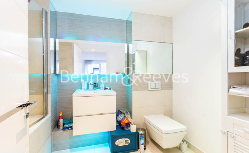 3 bedroom(s) flat to rent in Whiting Way, Surrey Quays, SE16-image 4