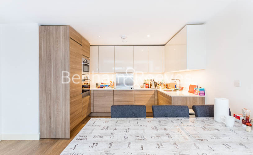 3 bedroom(s) flat to rent in Whiting Way, Surrey Quays, SE16-image 8