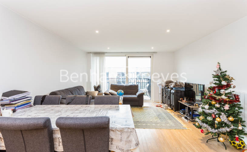 3 bedroom(s) flat to rent in Whiting Way, Surrey Quays, SE16-image 12
