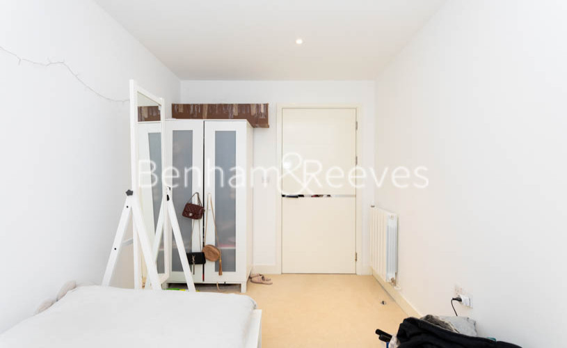 3 bedroom(s) flat to rent in Whiting Way, Surrey Quays, SE16-image 17