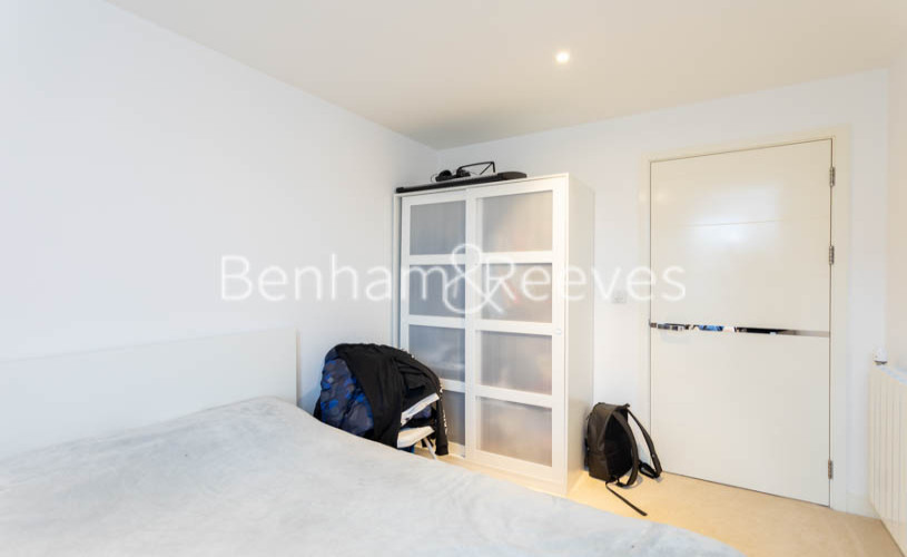 3 bedroom(s) flat to rent in Whiting Way, Surrey Quays, SE16-image 18