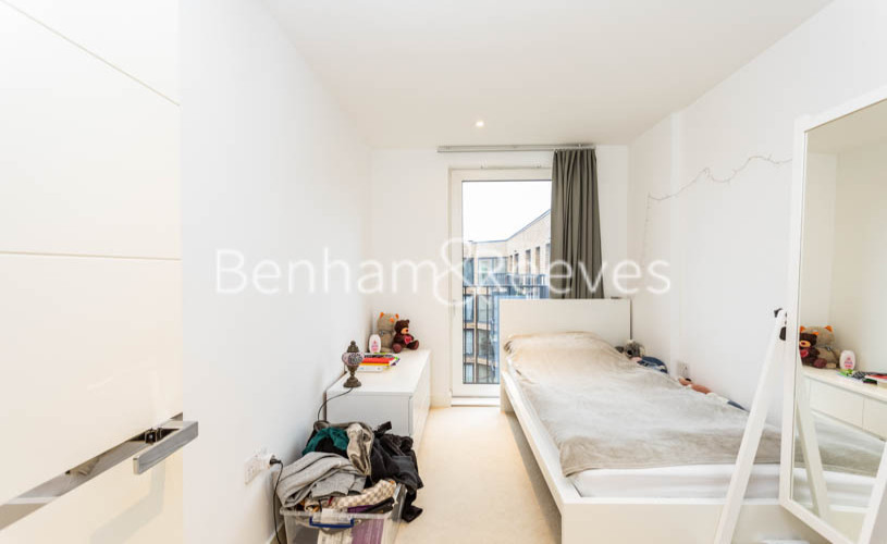 3 bedroom(s) flat to rent in Whiting Way, Surrey Quays, SE16-image 19
