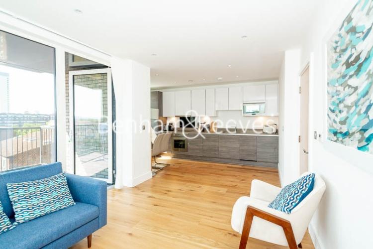 1 bedroom(s) flat to rent in Harbourside Court, Surrey Quays, SE8-image 2