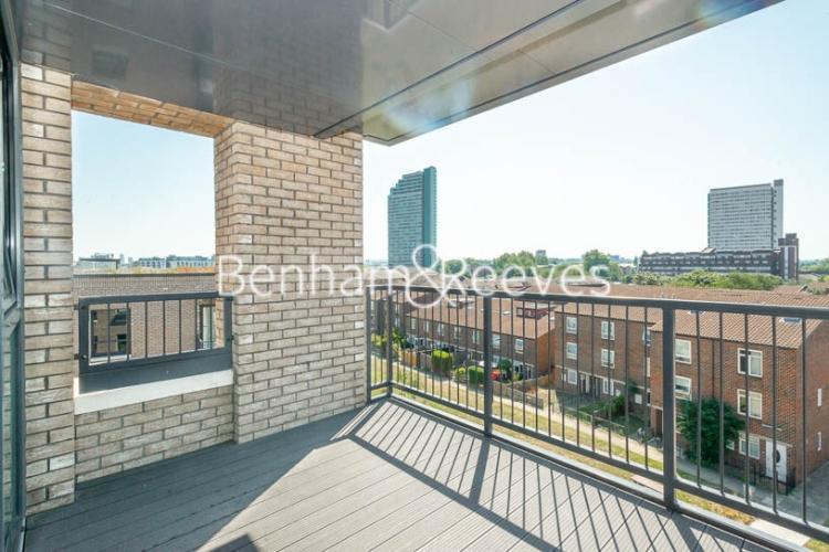 1 bedroom(s) flat to rent in Harbourside Court, Surrey Quays, SE8-image 4