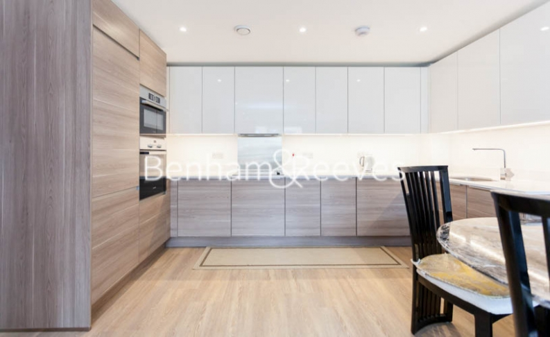3 bedroom(s) flat to rent in Baroque Gardens, Marine Wharf, Surrey Quays, SE16-image 2
