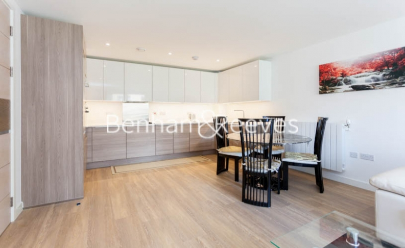 3 bedroom(s) flat to rent in Baroque Gardens, Marine Wharf, Surrey Quays, SE16-image 3
