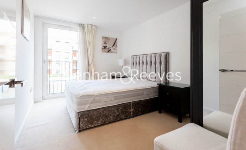 3 bedroom(s) flat to rent in Baroque Gardens, Marine Wharf, Surrey Quays, SE16-image 4