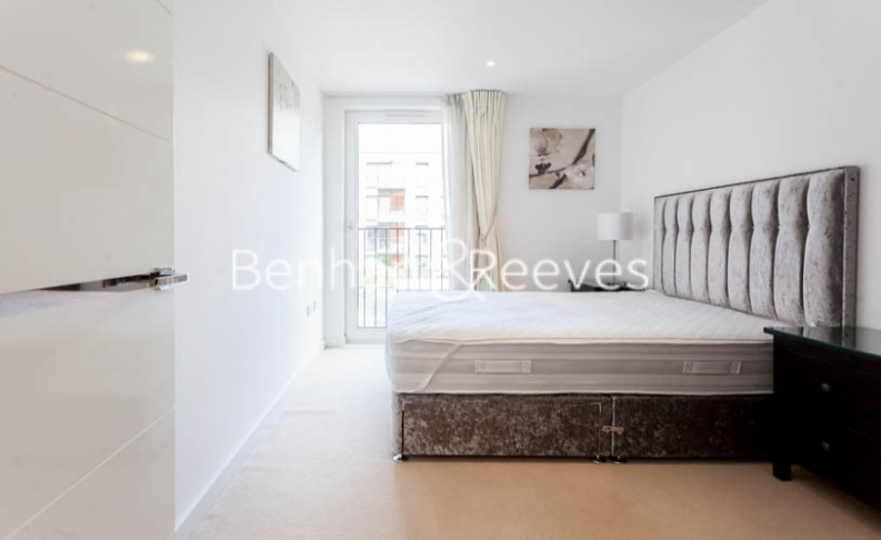 3 bedroom(s) flat to rent in Baroque Gardens, Marine Wharf, Surrey Quays, SE16-image 8