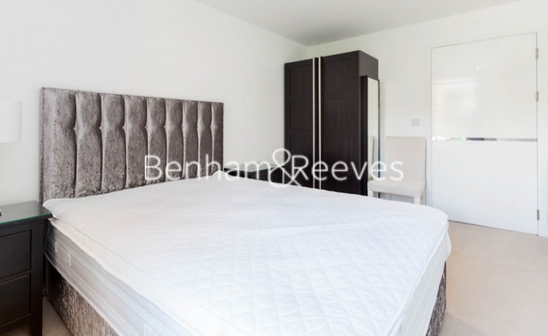 3 bedroom(s) flat to rent in Baroque Gardens, Marine Wharf, Surrey Quays, SE16-image 9