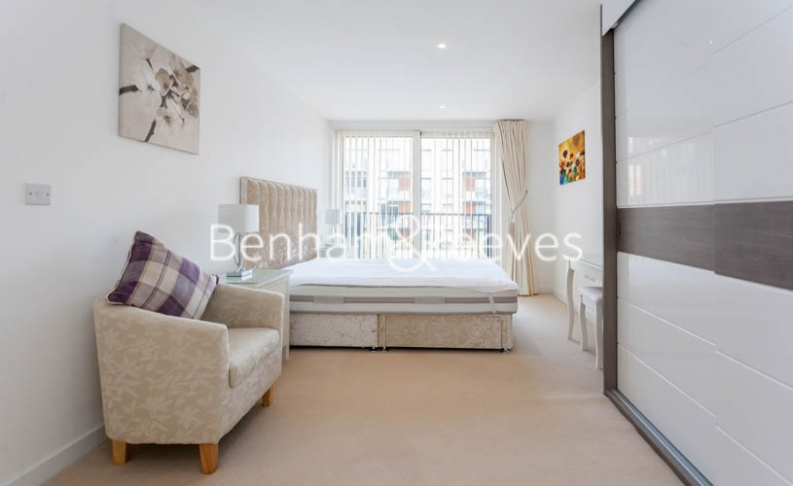 3 bedroom(s) flat to rent in Baroque Gardens, Marine Wharf, Surrey Quays, SE16-image 10