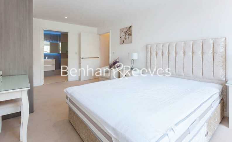3 bedroom(s) flat to rent in Baroque Gardens, Marine Wharf, Surrey Quays, SE16-image 11