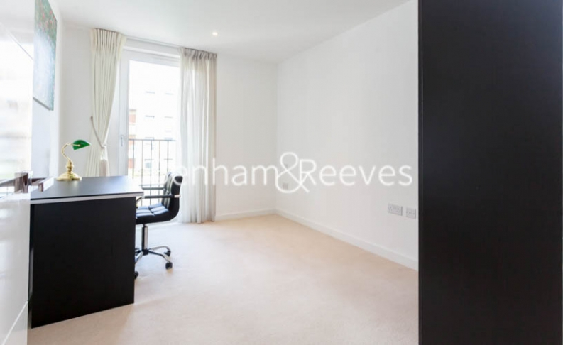 3 bedroom(s) flat to rent in Baroque Gardens, Marine Wharf, Surrey Quays, SE16-image 14