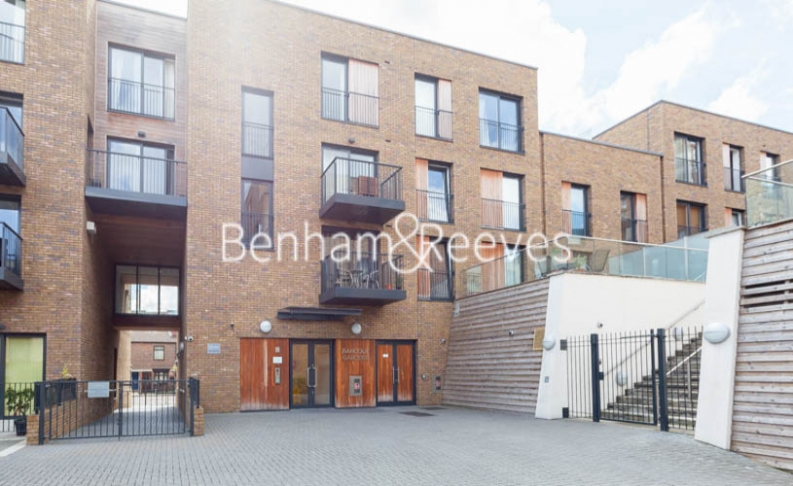 3 bedroom(s) flat to rent in Baroque Gardens, Marine Wharf, Surrey Quays, SE16-image 15