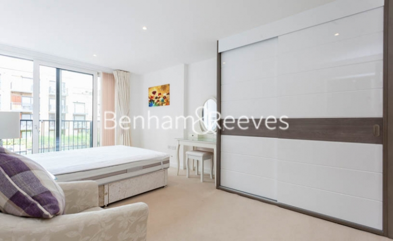 3 bedroom(s) flat to rent in Baroque Gardens, Marine Wharf, Surrey Quays, SE16-image 17