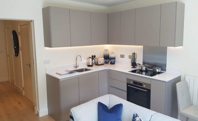 Studio flat to rent in Amphion House, Woolwich, Se18-image 1