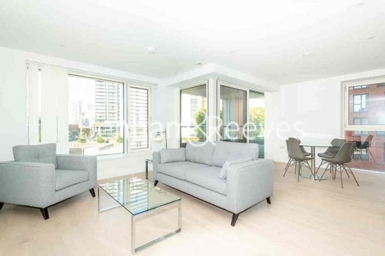 2 bedroom(s) flat to rent in Weymouth Building, Elephant and Castle, SE17-image 1