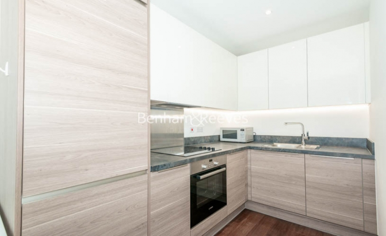 1 bedroom(s) flat to rent in Endeavour House, Ashton Reach, SE16-image 3
