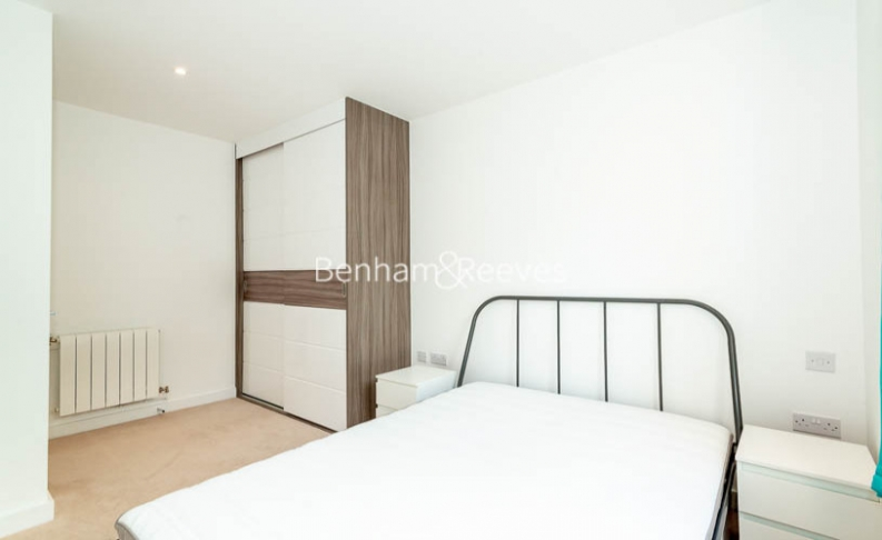 1 bedroom(s) flat to rent in Endeavour House, Ashton Reach, SE16-image 7
