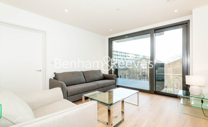 2 bedroom(s) flat to rent in Barracks Court, Major Draper Street, SE18-image 1
