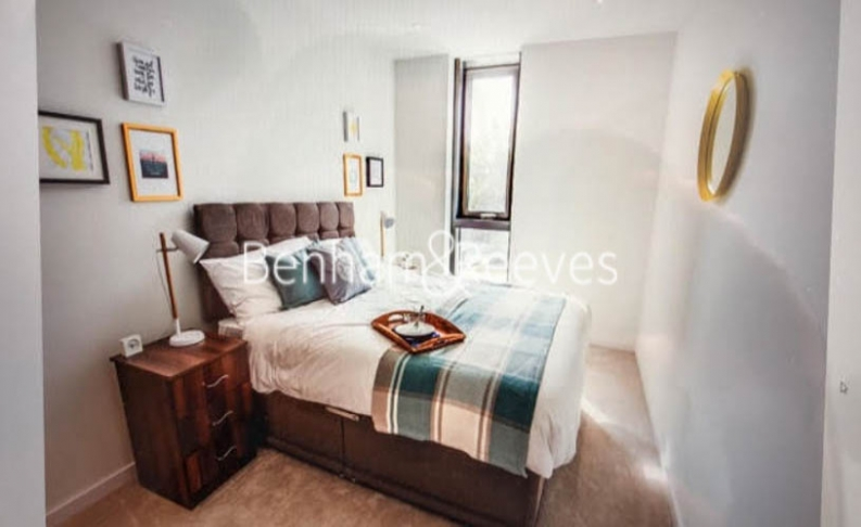 2 bedroom(s) flat to rent in Elephant and Castle, Surrey Quays, SE1-image 4