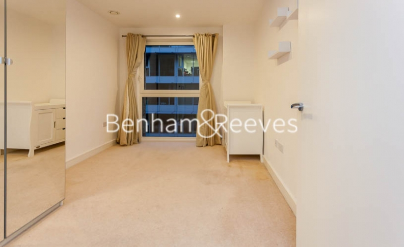 3 bedroom(s) flat to rent in Pell Street, Marine Wharf, SE8-image 3