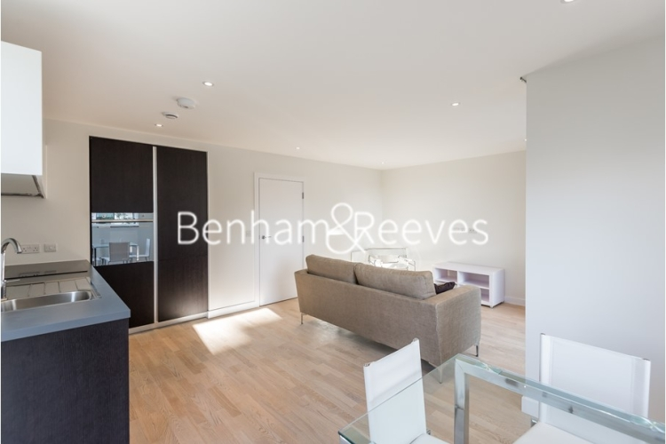 1 bedroom(s) flat to rent in Pump House Crescent, Brentford, TW8-image 2