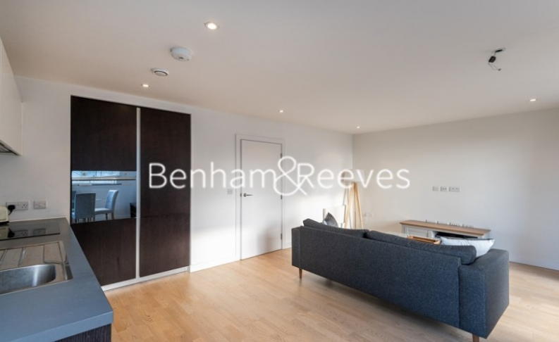 1 bedroom(s) flat to rent in Pump House Crescent, Brentford, TW8-image 6