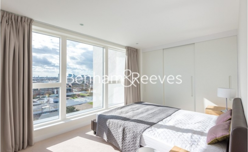 2 bedroom(s) flat to rent in Pump House Crescent, Brentford, TW8-image 3