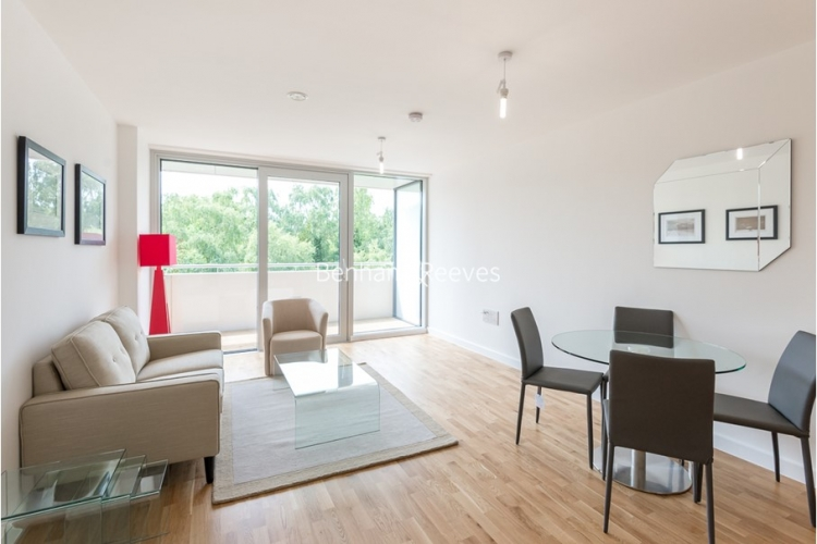 1 bedroom(s) flat to rent in Colonial Drive, Chiswick, W4-image 1