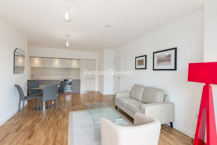 1 bedroom(s) flat to rent in Colonial Drive, Chiswick, W4-image 2