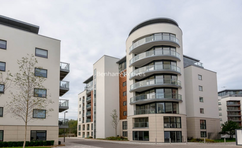 1 bedroom(s) flat to rent in Pump House Crescent, Brentford, TW8-image 10