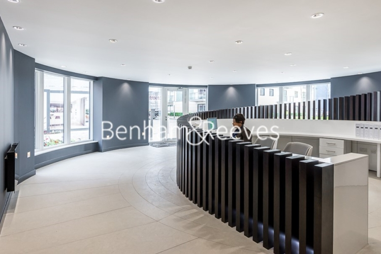 2 bedroom(s) flat to rent in Pump House Crescent, Brentford, TW8-image 11