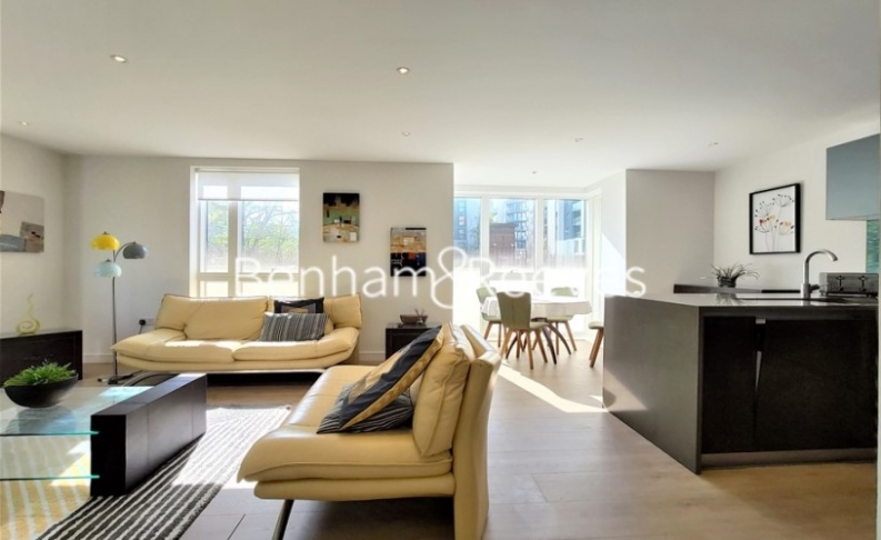 2 bedroom(s) flat to rent in Heritage Place, Brentford, TW8-image 1