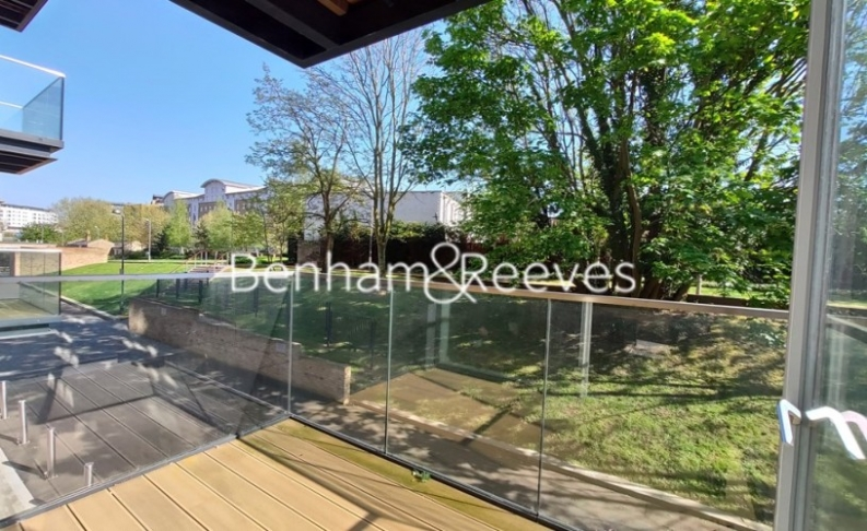 2 bedroom(s) flat to rent in Heritage Place, Brentford, TW8-image 5