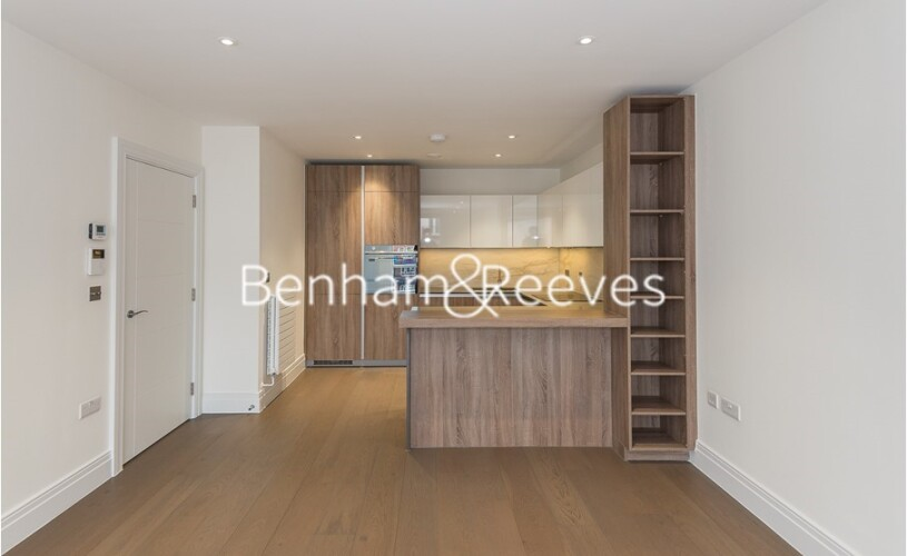 2 bedroom(s) flat to rent in Queenshurst Square, Kingston Upon Thames, KT2-image 1