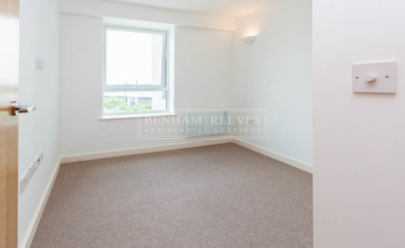 1 bedroom(s) flat to rent in Dolphin House, Sunbury-on-Thames, TW16-image 2