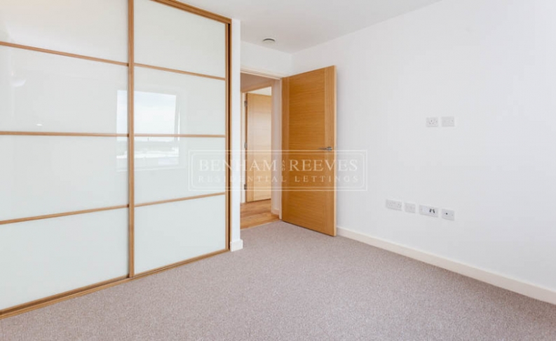 1 bedroom(s) flat to rent in Dolphin House, Sunbury-on-Thames, TW16-image 3