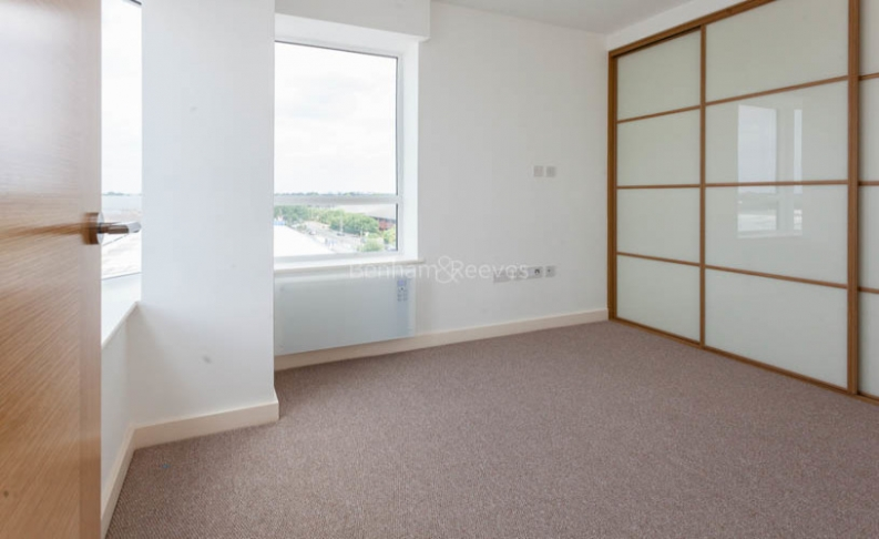 1 bedroom(s) flat to rent in Windmill Road, Sunbury-on-Thames, TW16-image 5