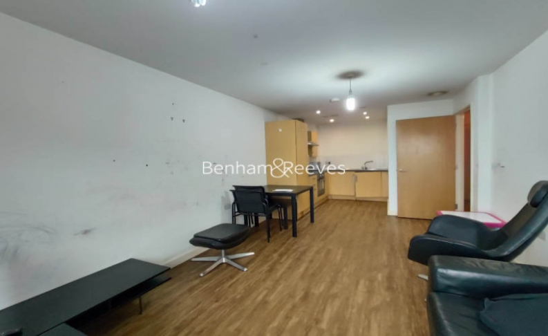 1 bedroom(s) flat to rent in Bellevue Court, Hounslow, TW3-image 1