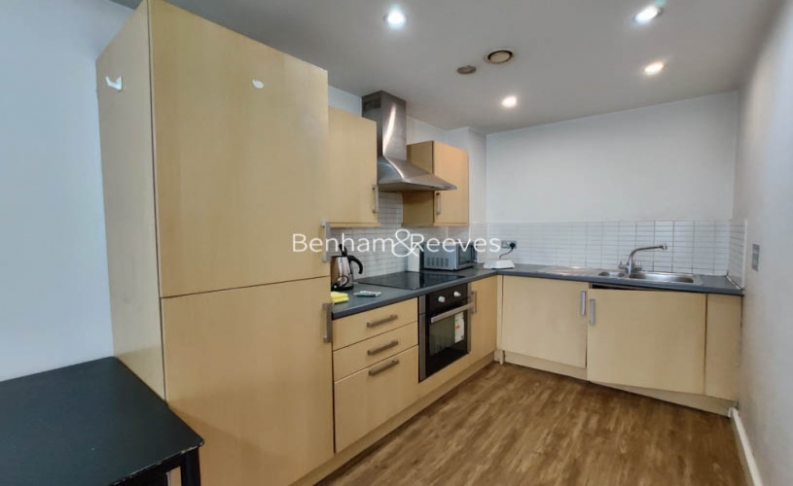 1 bedroom(s) flat to rent in Bellevue Court, Hounslow, TW3-image 2