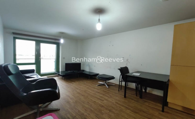 1 bedroom(s) flat to rent in Bellevue Court, Hounslow, TW3-image 7