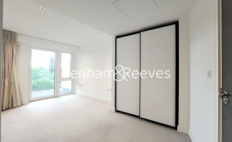 2 bedroom(s) flat to rent in Kew Bridge Road, Brentford,TW8-image 3