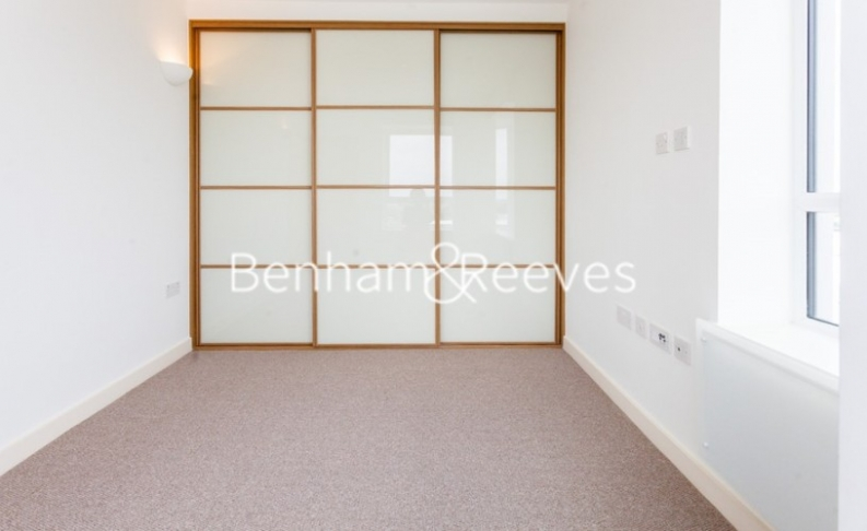 1 bedroom(s) flat to rent in Dolphin House, Sunbury-on-Thames, TW16-image 5