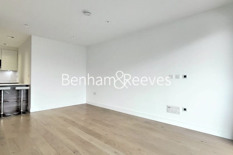 2 bedroom(s) flat to rent in Kew Bridge Road, Brentford, TW8-image 2