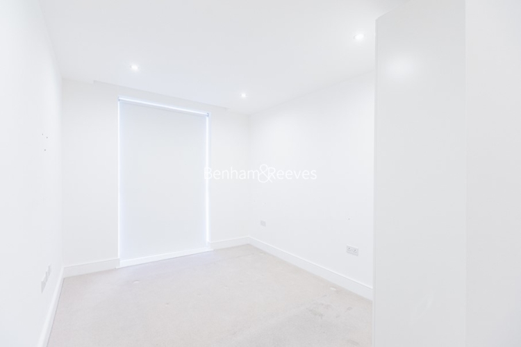 2 bedroom(s) flat to rent in Levett Square, Kew, TW9-image 5