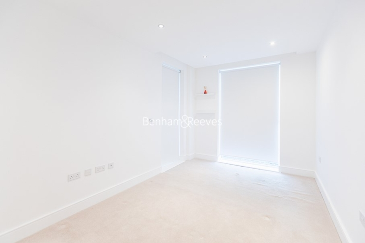 2 bedroom(s) flat to rent in Levett Square, Kew, TW9-image 11