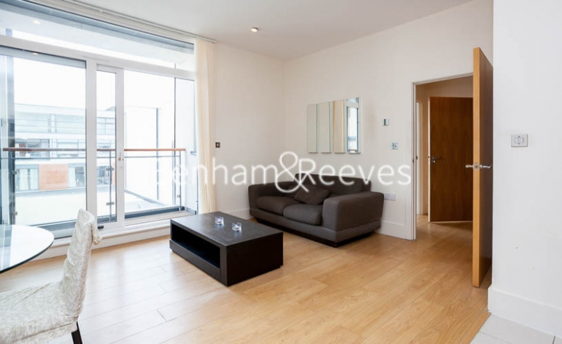 1 bedroom(s) flat to rent in Cornell Square, Nine Elms, SW8-image 1
