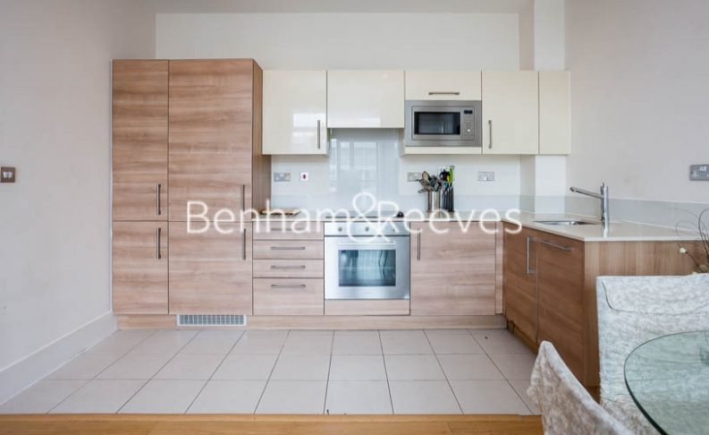 1 bedroom(s) flat to rent in Cornell Square, Nine Elms, SW8-image 2