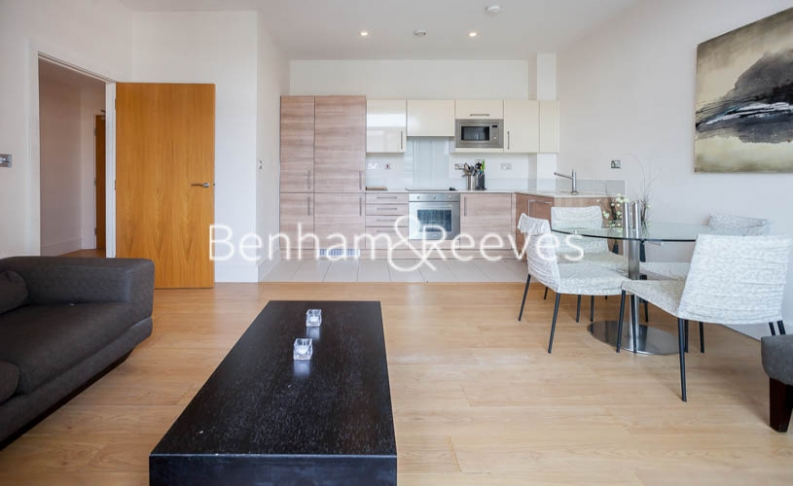 1 bedroom(s) flat to rent in Cornell Square, Nine Elms, SW8-image 9